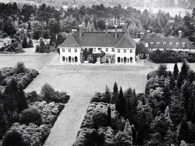 Фото №2 - Начало большой истории: как выглядел первый общий дом Королевы и принца Филиппа