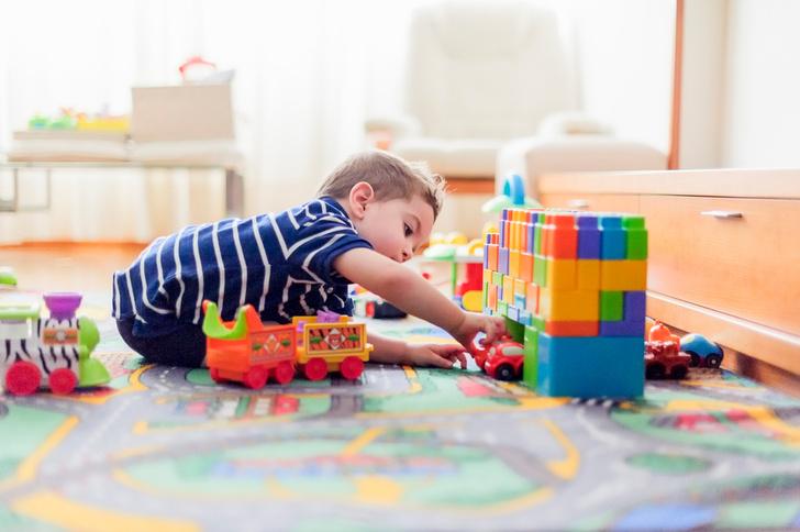 Как развивается интеллект ребенка от рождения до трех лет