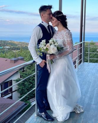 Фото №4 - Свадьба актрисы Анастасии Макеевой и Романа Малькова в Крыму: праздник длиной в неделю