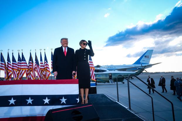 Фото №2 - Ухожу красиво: Мелания Трамп покидает Белый дом