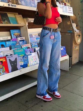 Фото №22 - Полный гламур: как одеться в стиле 2000-х в 2021 году