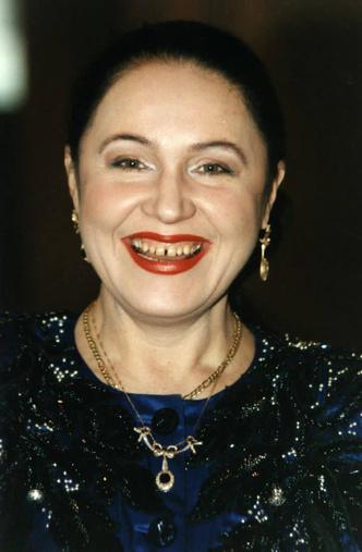 Фото №5 - Что делали с зубами Бузова, Тимати и другие российские звезды: фото до и после