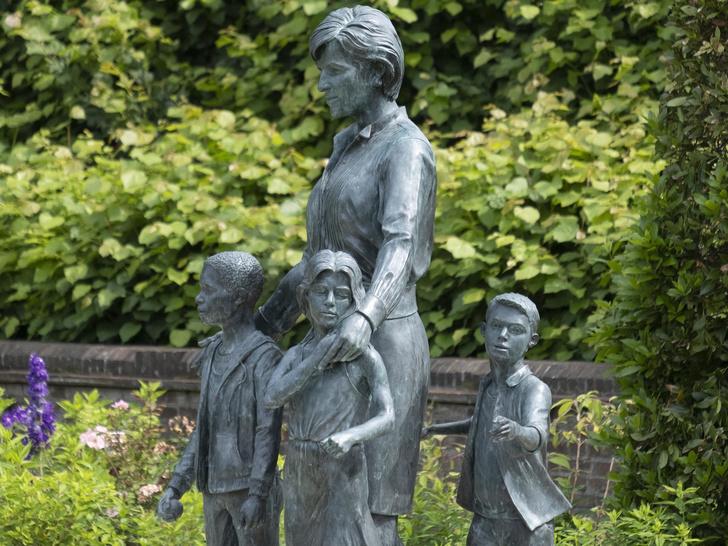 Фото №2 - Не просто мемориал: все тайные символы и смыслы, скрытые в памятнике Диане