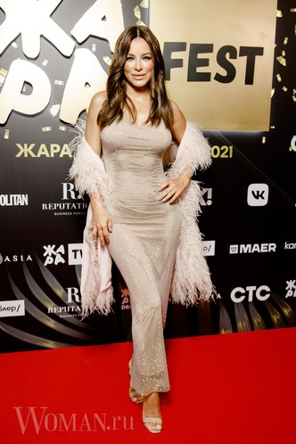 Фото №2 - Валерия удалила лишнее, Бузова вдохновилась собой: как звезды исправили свои модные ошибки на фестивале «Жара»