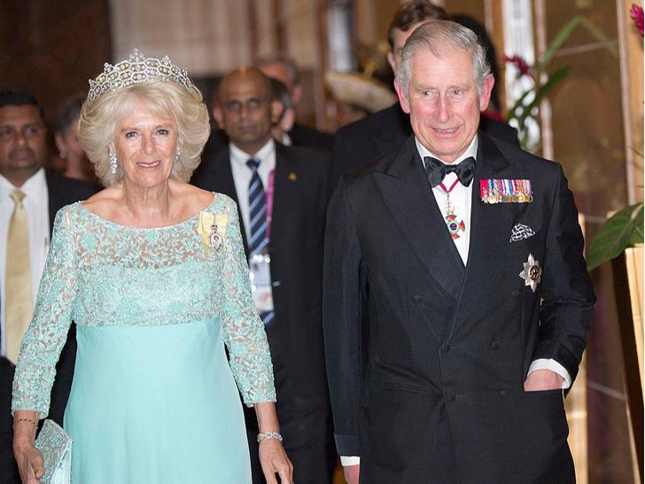 Фото №3 - Забытое украшение: почему герцогиня Камилла не носит тиару, подаренную Королевой
