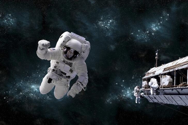Фото №1 - Галлюцинации, поцелуи на лету и суп из тюбика: 5 трудностей, с которыми столкнется Юлия Пересильд во время съемок в космосе
