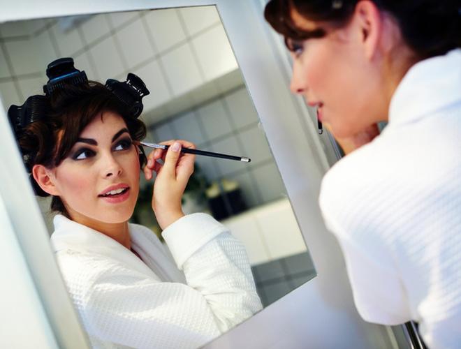 Какие выбрать водостойкие средства для макияжа: плюсы и минусы