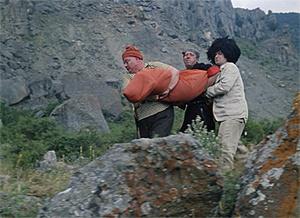Фото №10 - Сколько сцен сейчас можно вырезать из любой киноклассики: на примере «Кавказской пленницы»