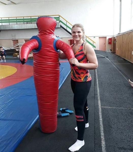 Фото №2 - Умерла 23-летняя чемпионка по кикбоксингу Диана Каратеева