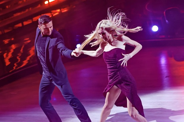 Фото №2 - Травмы и драмы: Дава выступает через боль, Лазарев выбивается в топ во втором выпуске «Танцев со звездами»