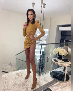 Фото №2 - Как одно и то же платье выглядит на Ольге Бузовой и Анастасии Костенко