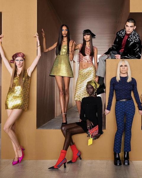 Фото №2 - Показ Versace: стройная и рыжая Джиджи, роковая Ирина и кукольная Белла