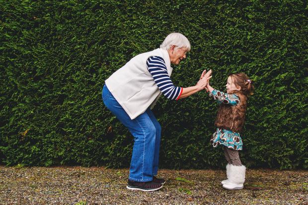 Фото №1 - «Как оградить дочь от влияния бабушки и дедушки?»