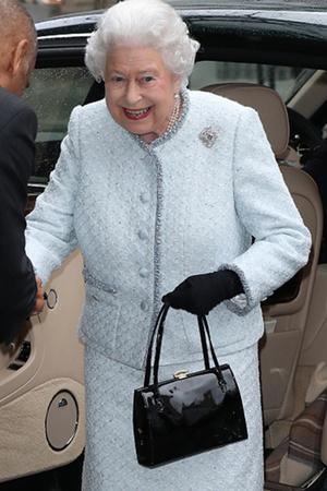 Фото №7 - Елизавета II доказала, что является главной иконой стиля Британии