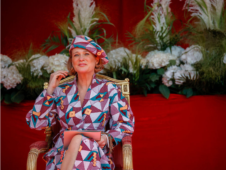 Фото №1 - Самая яркая принцесса Европы: первый официальный выход внебрачной дочери короля Бельгии
