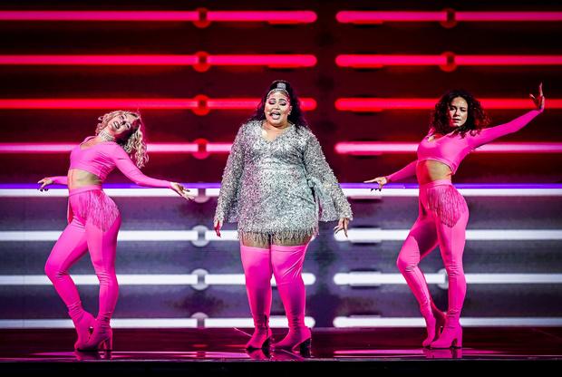 Фото №5 - Стразы и перья: самые эпатажные и смелые образы «Евровидения-2021»