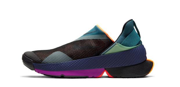 Фото №2 - Только без рук: Nike выпустили кроссовки, которые очень легко снимать и надевать