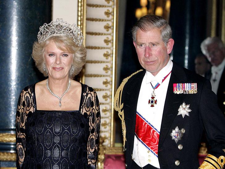 Фото №2 - Забытое украшение: почему герцогиня Камилла не носит тиару, подаренную Королевой