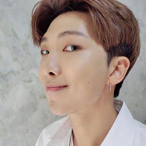 Фото №1 - Новое поколение айдолов: RM из BTS делится мудростью с лидером ENHYPEN