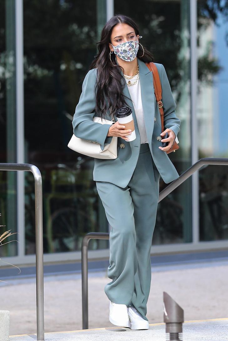 Фото №1 - Джессика Альба кардинально сменила цвет волос и стала очень похожа на Меган Фокс