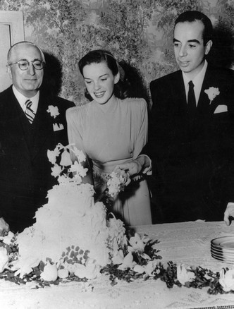 Фото №17 - Как выходили замуж легенды Голливуда: самые красивые ретро-фотографии