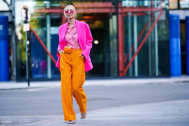 Фото №1 - Цвет дня: оранжевый — смотри, как носить его в повседневных аутфитах