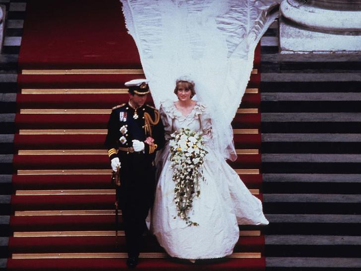 Фото №6 - Почему дизайнер свадебного платья Дианы была в ужасе от своего творения