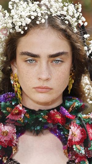Фото №18 - От Марлен Дитрих до Кары Делевинь: как менялась мода на брови за последние 100 лет