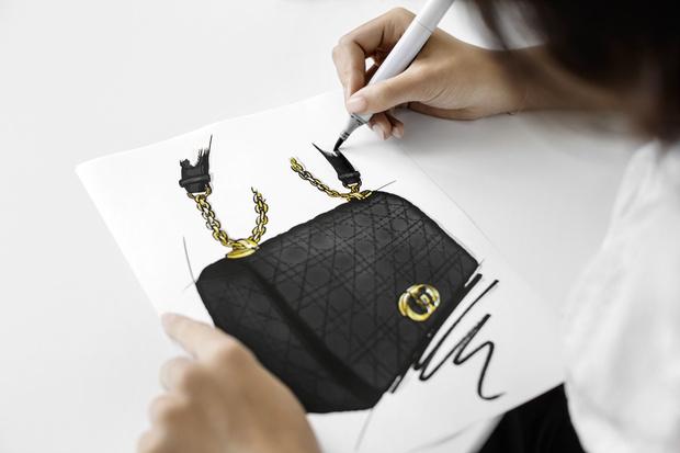 Фото №2 - Новая классика: как создается сумка Dior Caro