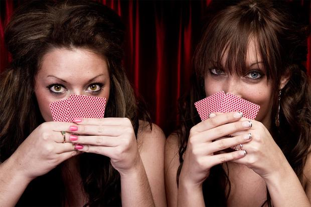 Фото №1 - Как правильно играть в покер на раздевание