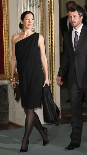 Фото №7 - Вдохновилась: чье свадебное платье на самом деле скопировала герцогиня Меган