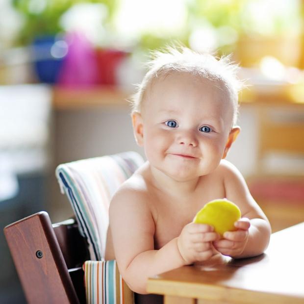 Фото №2 - Обеденный этикет: учим малыша кушать аккуратно