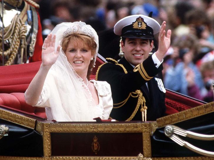 Фото №1 - Свадебный переполох: как Диана «спасла» венчание Сары Фергюсон и принца Эндрю
