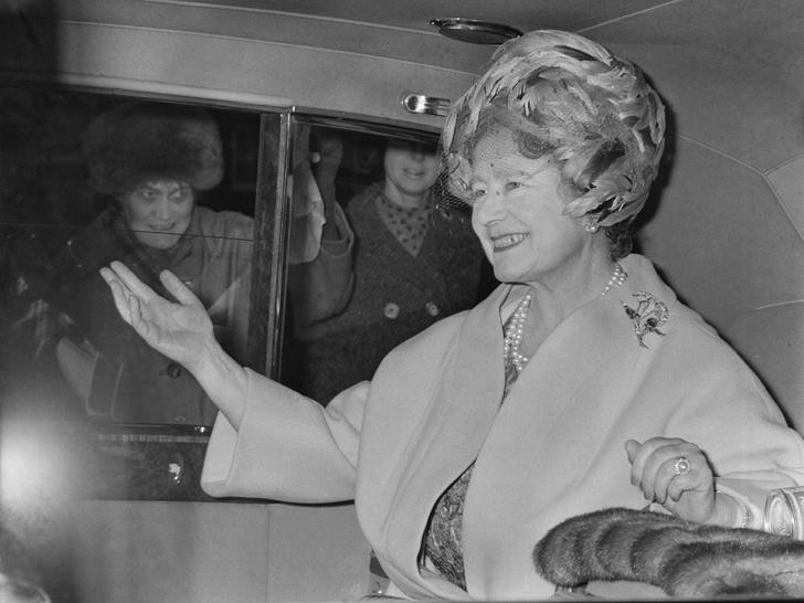 Фото №4 - Войти в историю: как и зачем Кейт копирует Королеву-мать