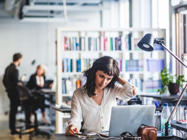 Фото №1 - Тревожные звоночки: 8 признаков того, что вас скоро могут уволить