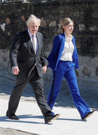 Фото №4 - Дебют Кэрри Симондс: лучшие образы новой Первой леди Британии на саммите G7