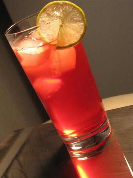 Фото №1 - Летняя прохлада: 7 рецептов освежающих коктейлей
