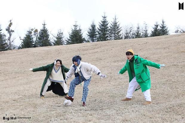 Фото №61 - Снежные ангелы: Big Hit Entertainment выложил 65 новых фото BTS 😍