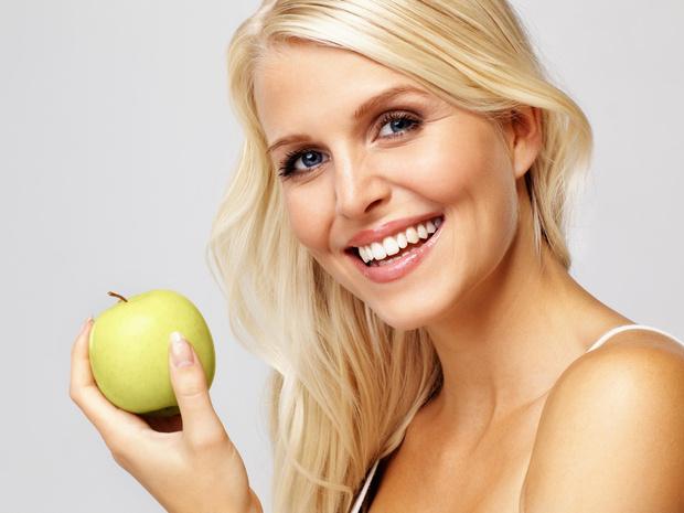Фото №1 - 8 простых привычек, от которых ваши зубы станут белее