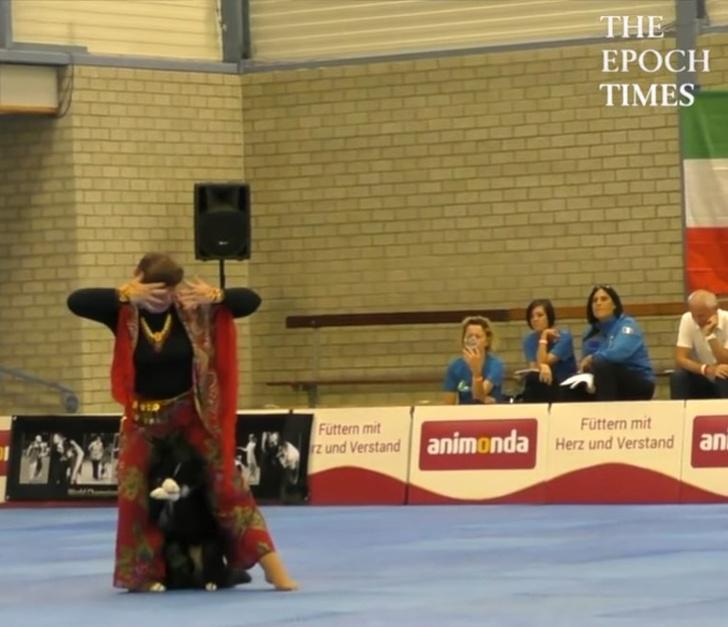 Фото №2 - Видео российской чемпионки по танцам с собакой стало вирусным