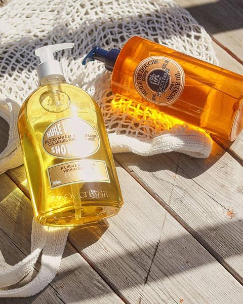 Фото №1 - Выброси мыло и гель: рассказываем, почему масло для душа круче