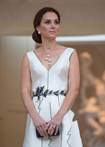 Фото №1 - 7 шикарных платьев Миддлтон, которые стоят недорого