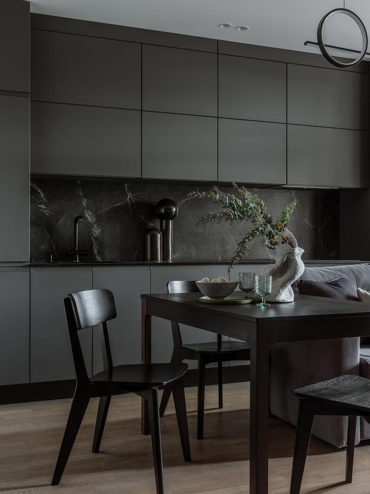 Фото №2 - Квартира 55 м² в темных тонах для молодой семьи в Подмосковье