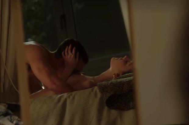 Фото №3 - Топ-7 самых горячих постельных сцен в сериале «Элита» 🔥