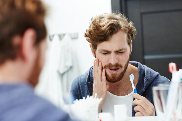 что приводит к выпадению зубов, как избежать выпадение зубов, почему выпадают зубы в 50 лет, почему зубы слабые, сами выпадают, выпадение зубов в 40 лет, советы стоматолога