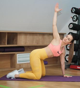 Фото №1 - Тренировка на 5 минут для лебединой шеи и ровной спины