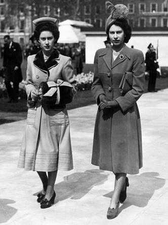 Фото №9 - Сестры и лучшие подруги: 20 самых трогательных и теплых фото Королевы и принцессы Маргарет