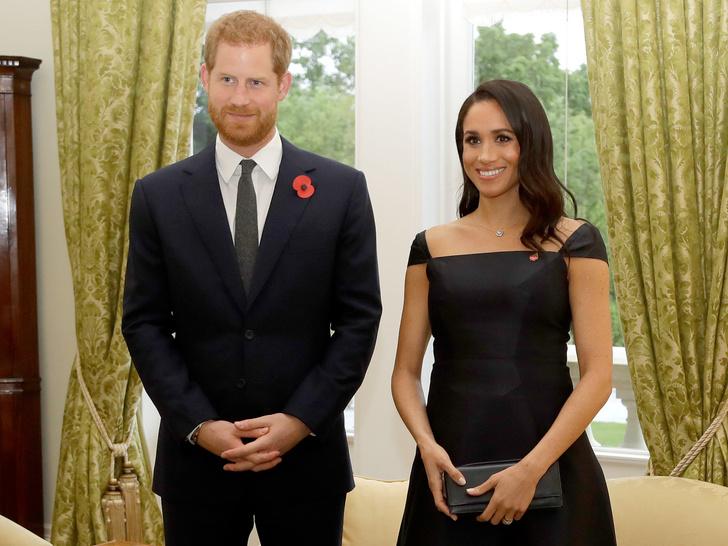 Фото №1 - Новый поворот: зачем Меган и Гарри попросили Королеву о личной встрече (и почему она не спешит с ответом)