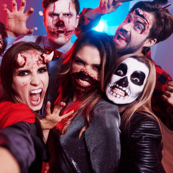 Фото №1 - Тест: В стиле какого ужастика тебе устроить вечеринку на Хэллоуин? 🎃