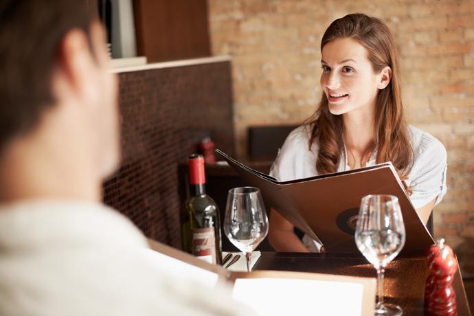 Должна ли феминистка платить за себя на свидании?